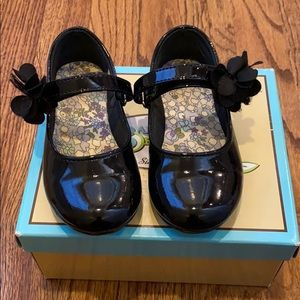 Black patent girls Mary Janes. Size 8